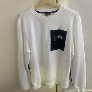 Warn once, north face sweater very good condition.